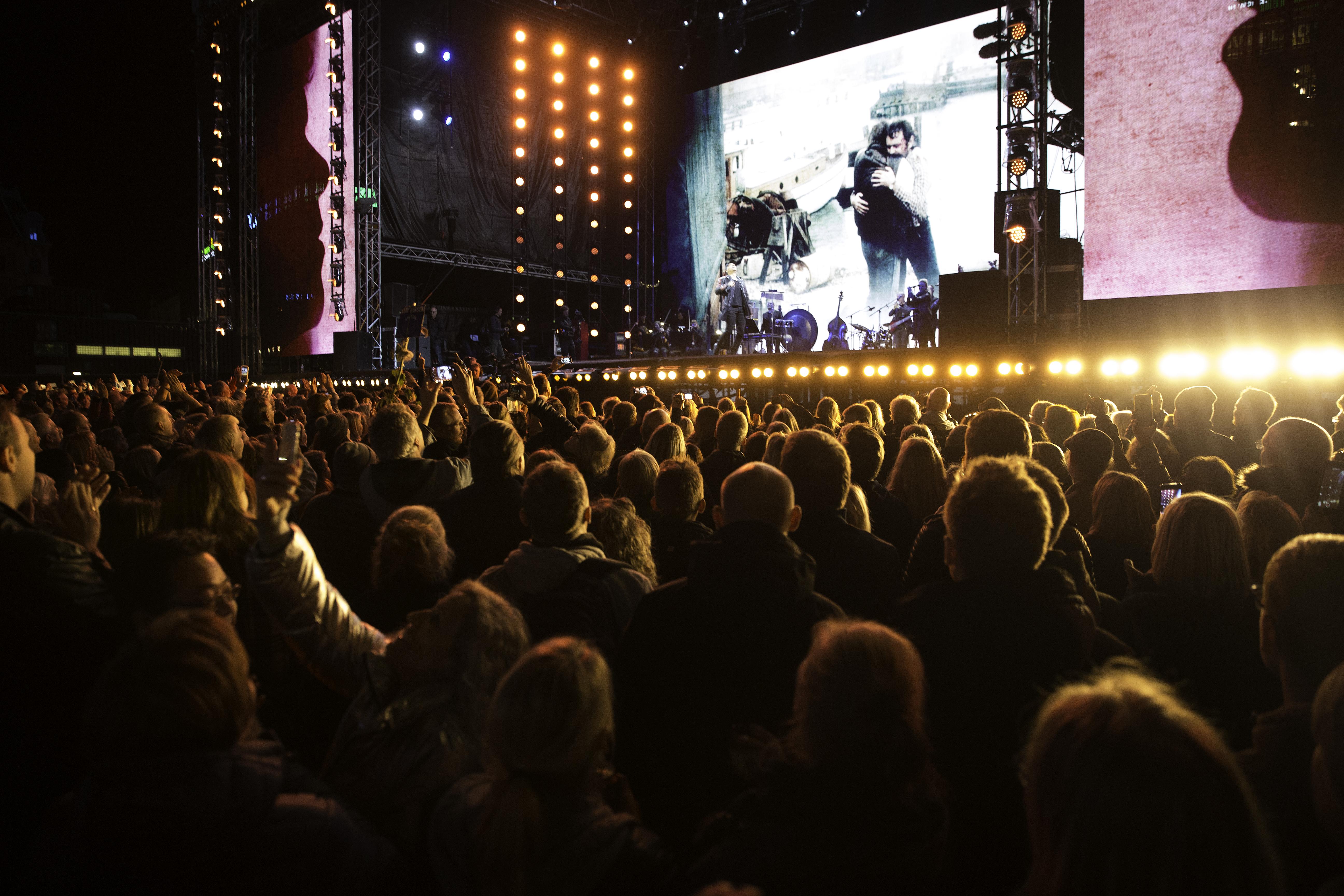 Som et strejf af en dråbe - Danmark synger farvel til Kim Larsen