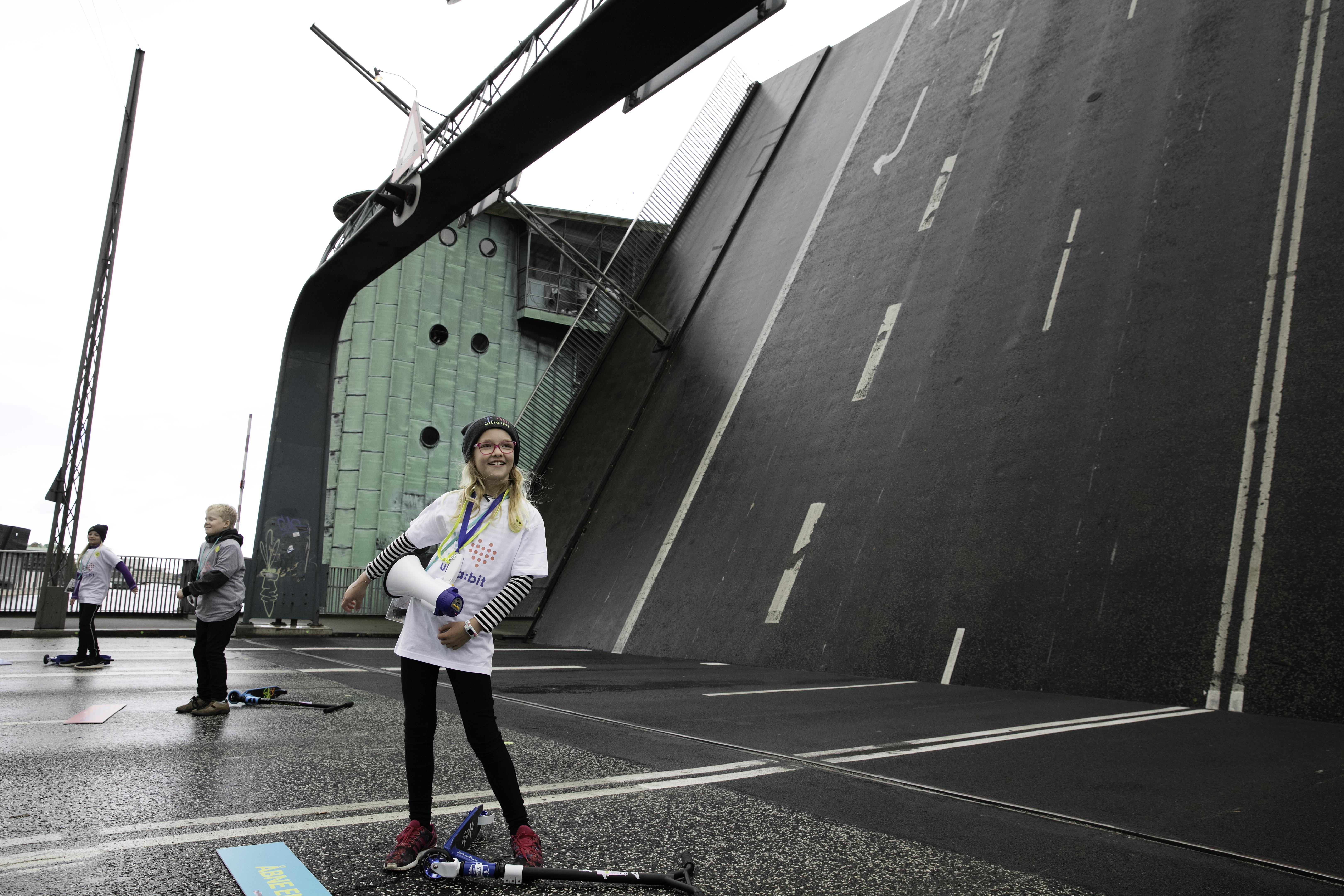 Børn åbner Langebro med ultra:bit